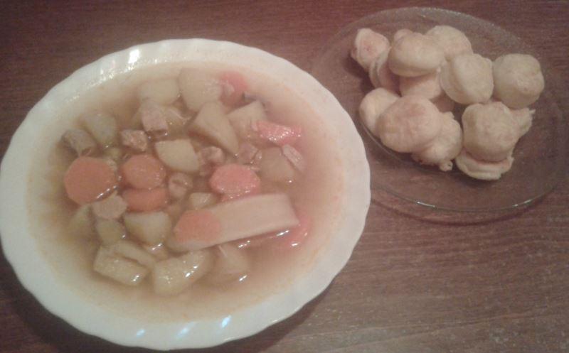 Túrós pogácsa és krumpligulyás