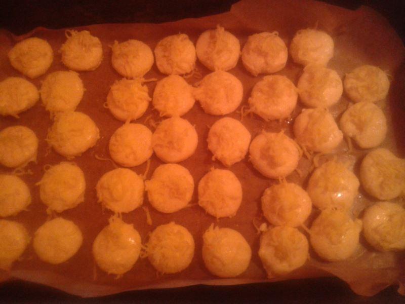 Túrós pogácsák sütés előtt