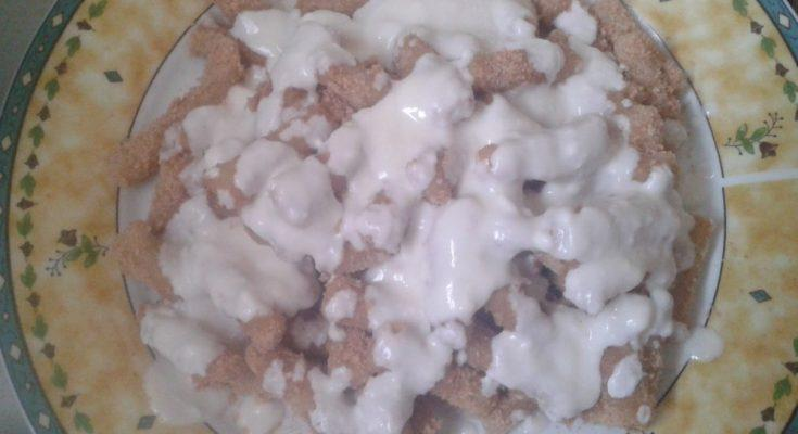 Mézes natúr joghurttal meglocsolt nudli