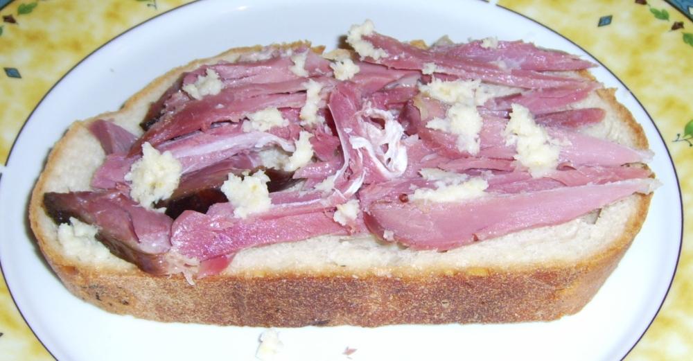 Tormás csülöksonkás szendvics