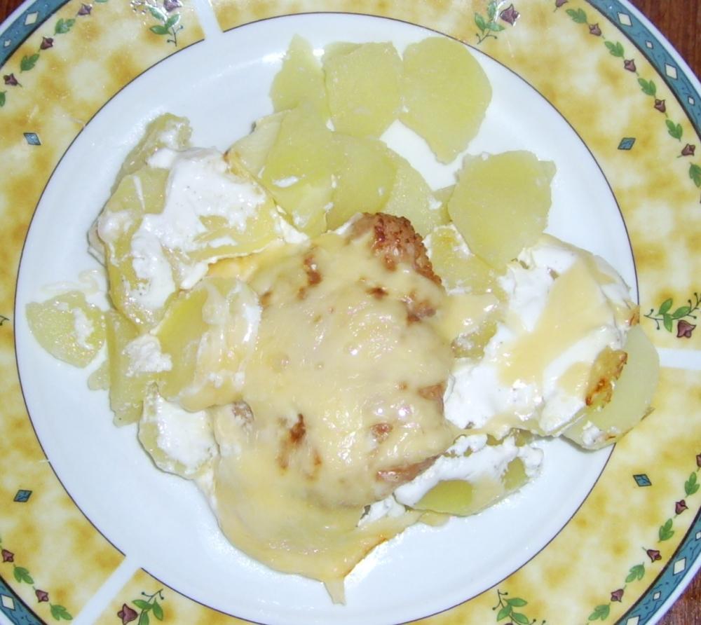 Egy tál fokhagymás-tejfölös csirkemell