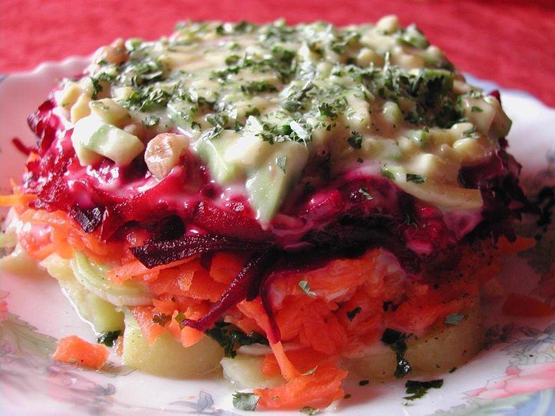 Vegán saláta tányéron