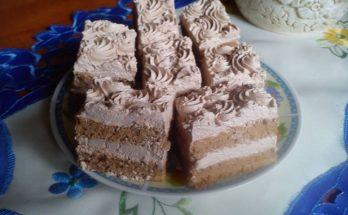 A felszeletelt csokis sütemény
