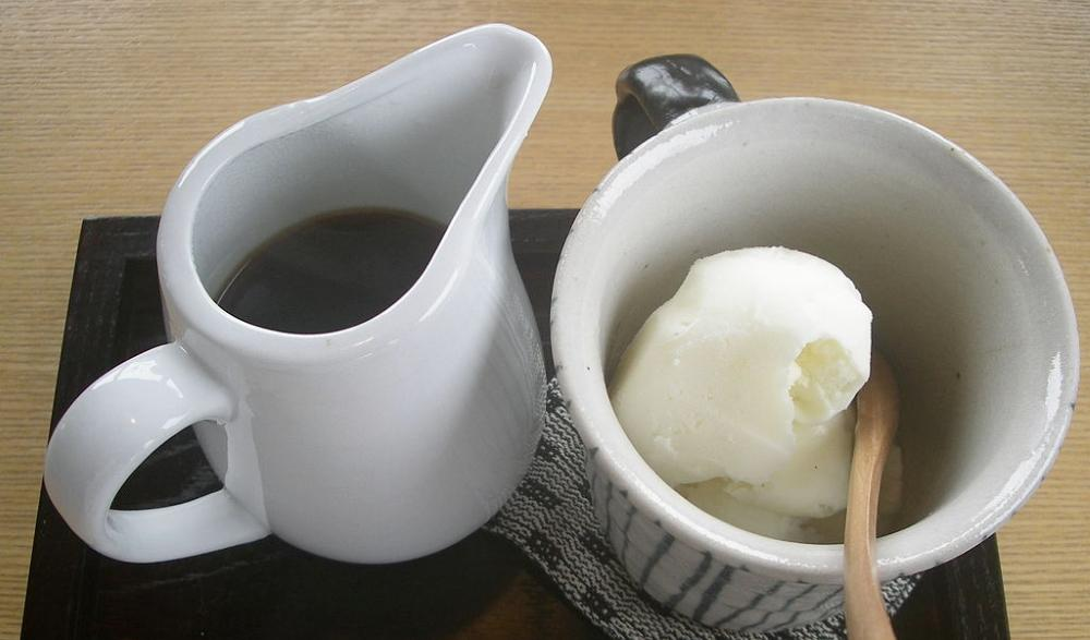 Affogato elkészítése vanlíia fagylalttal és eszpresszóval
