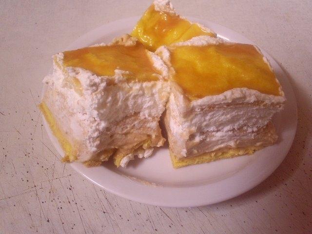 Karamellás képviselőfánkok tányéron