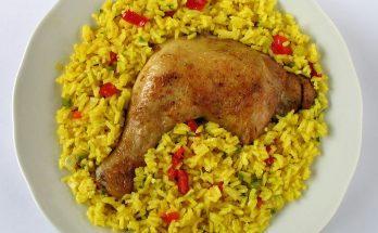 Egy tál arroz con pollo, csirke rizzsel