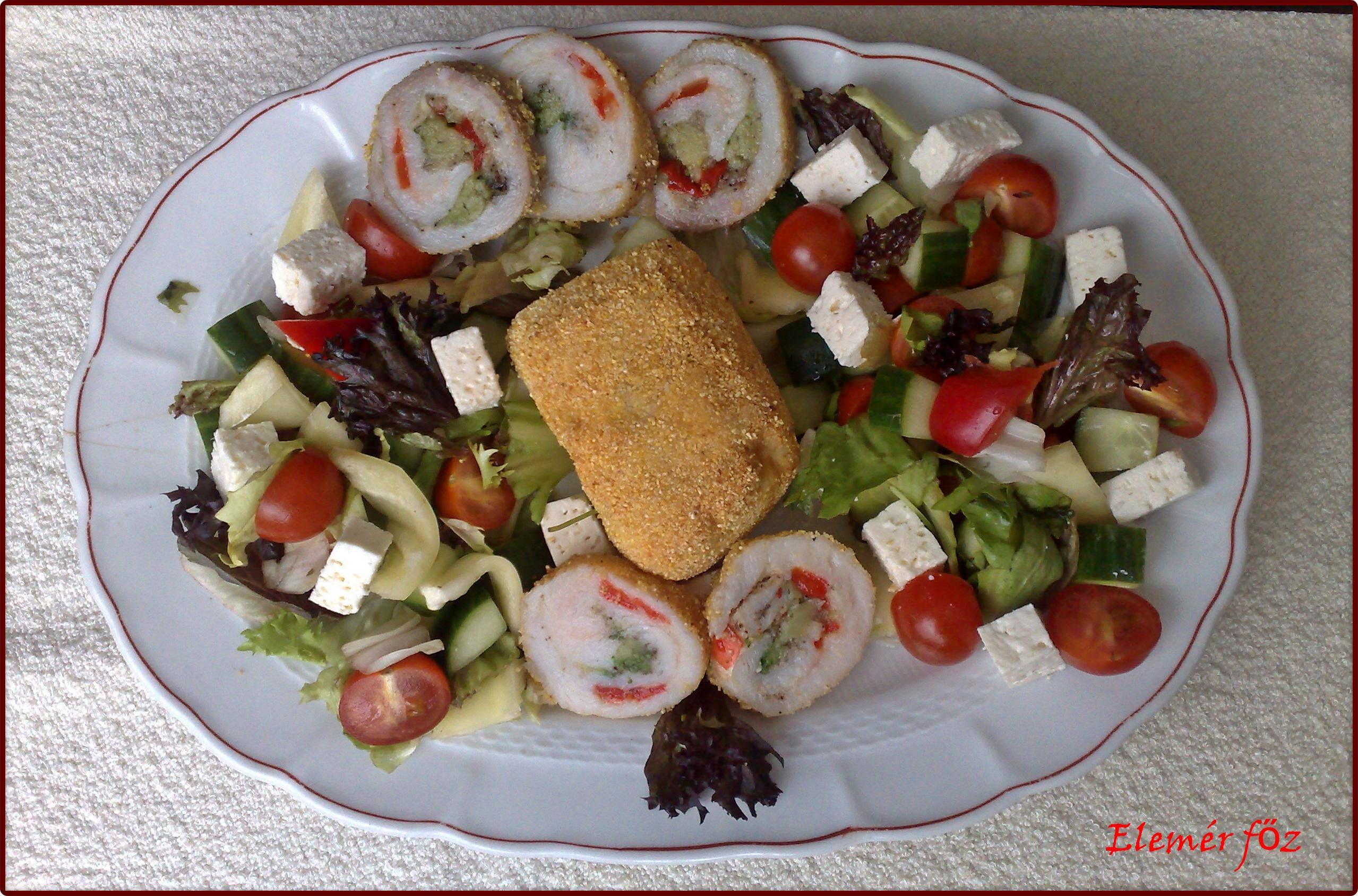Zöldséges harcsarolád tálaló tányéron