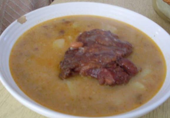 Egy tányér habart tarkabab leves