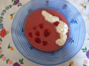 Egy tányér málnakrémleves