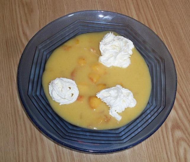 Egy tányér őszibarack krémleves