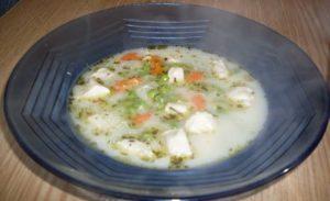 Egy tányér tárkonyos csirkemell leves