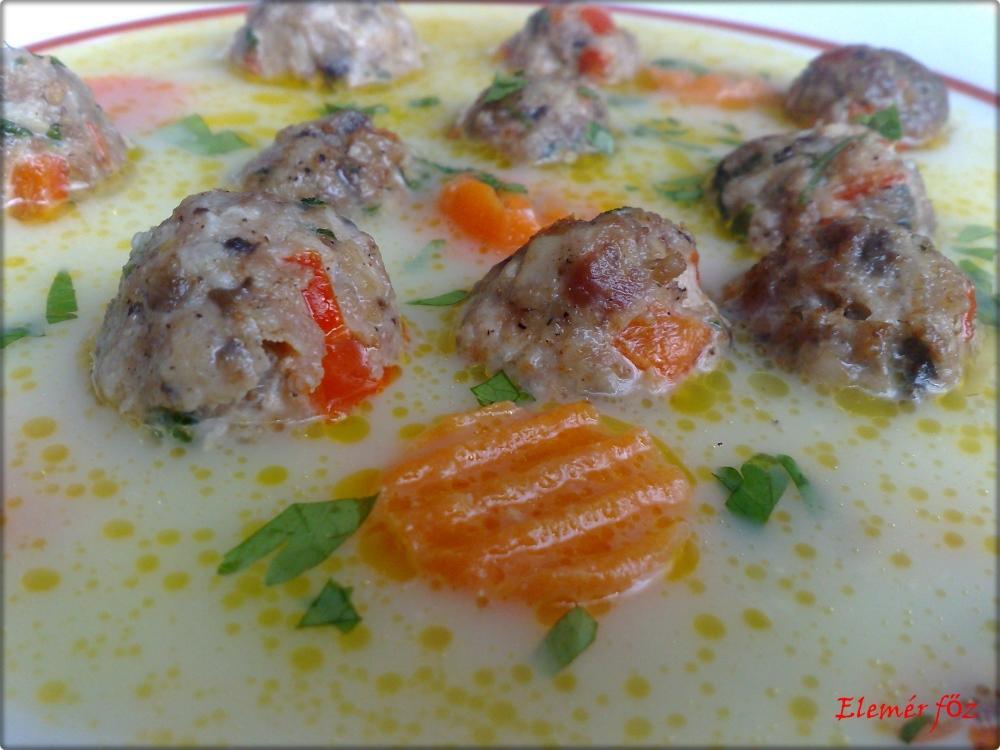 Cukkini leves pirított gombóccal