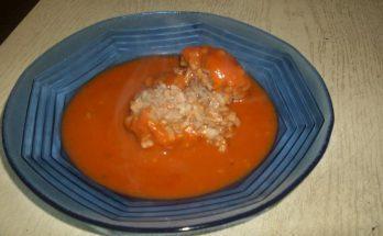 Egy tányér paradicsomos húsgombóc